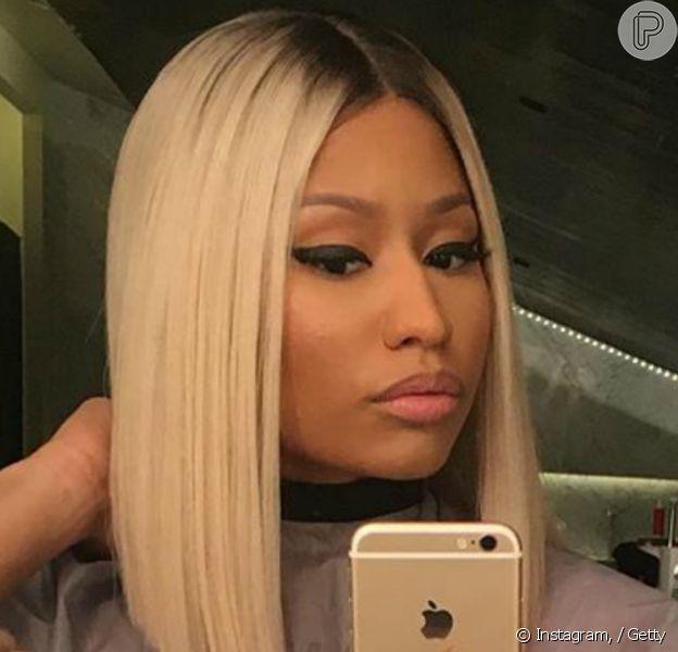 Nicki Minaj adotou os fios platinados e surpreendeu os fãs em 24 de novembro de 2015