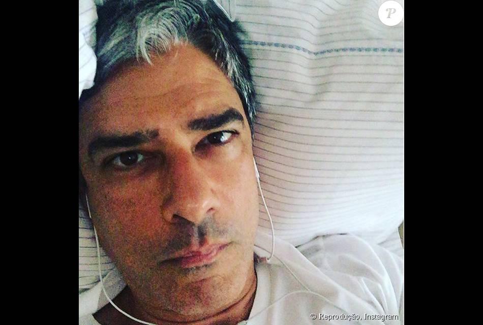 William Bonner contou em sua conta no Instagram que está se recuperando de  uma cirurgia para 7c01bb802c1f0