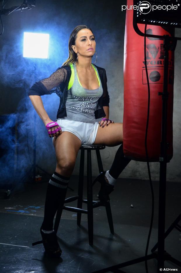 9ba09eed569f8 Sabrina Sato encarna uma lutadora e posa sexy para campanha de sua linha  fitness