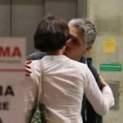 Julia Lemmertz é flagrada ao lado do novo namorado em aeroporto do RJ. Fotos!