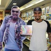 Naldo Benny recebe fãs e chora no lançamento de seu novo CD no Rio