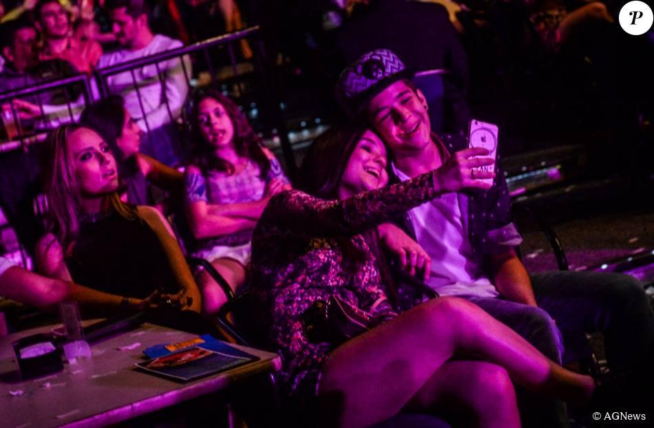 Larissa Manoela e João Guilherme fizeram uma selfie de rostos colados no  show de Luan Santana e4471c00b5
