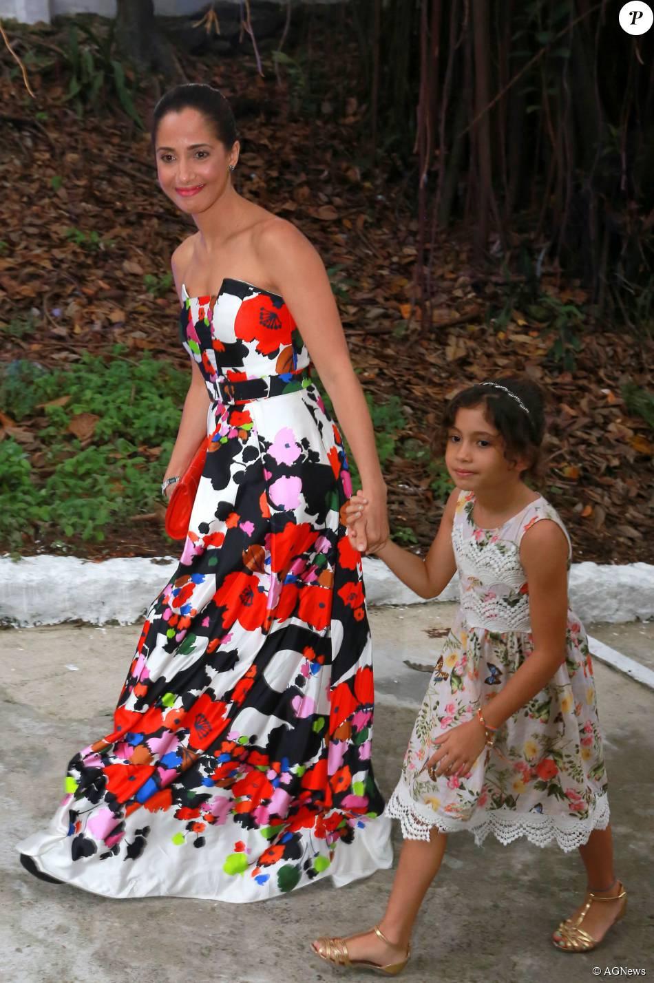 d41d074780e31 Camila Pitanga foi ao casamento de Sophie Charlotte e Daniel de Oliveira  com vestido tomara que caia florido da grife Apartamento 03