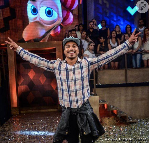 Após vencer a final de 'A Fazenda 8', o ator Douglas Sampaio disse que os tapas que levou de Mara Maravilha na festa de domingo (6) o ajudaram a vencer
