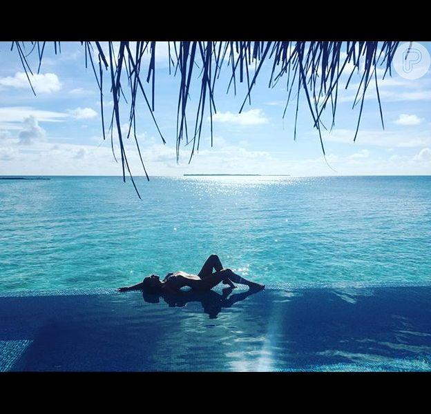 Mariana Rios usou a sua conta no Instagram, nesta quarta-feira (9), para mostrar uma foto onde ela exibe as silhuetas e as curvas perfeitas em uma foto nas Ilhas Maldivas