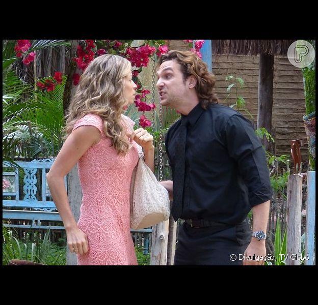 Alberto (Igor Rickli) vai à casa de Ester (Grazi Massafera) e exige que ela volte a morar com ele, em 'Flor do Caribe', em 29 de agosto de 2013