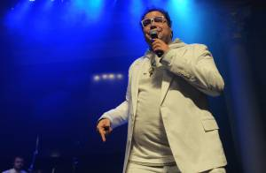 Tiago Abravanel canta em evento beneficente com presença de Daniella Cicarelli