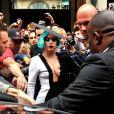Lady Gaga um modelo do estilista brasileiro Pedro Lourenço em viagem de divulgação do álbum 'Born This Way' em 2011, em Paris, na França