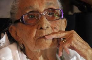 Dona Canô, mãe de Caetano Veloso e Maria Bethânia, tem discreta melhora na saúde