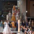 Famosas prestigiam desfile da estilista Lethicia Bronstein, em São Paulo