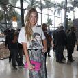 Mariana Weickert prestigia desfile da estilista Lethicia Bronstein