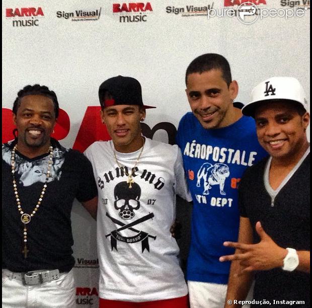 Neymar curte show do Revelação, no Rio, em 17 de dezembro de 2012