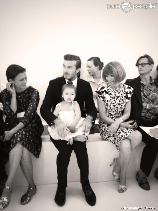 """Anna Wintour, editora-chefe da """"Vogue"""" americana, se encanta por Harper Seven, filha de Victoria e David Beckham, em 8 de setembro de 2013"""