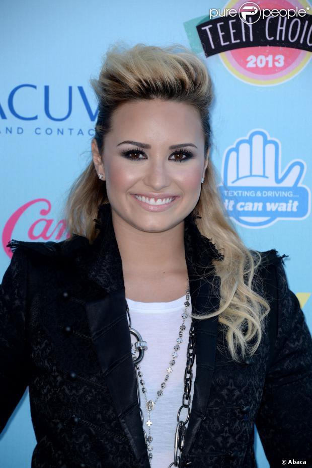 31b4ab8d15352 Demi Lovato lança livro com citações e reflexões que a ajudaram a superar  seus distúrbios