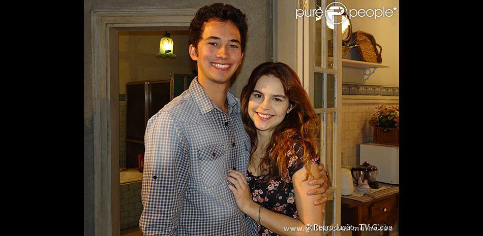 Bianca Salgueiro diz que foi difícil gravar a cena do seu primeiro beijo na TV com o ator Gabriel Falcão: 'Eu nunca tinha passado por isso antes, só tinha dado selinho em outros trabalhos'