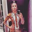 Grazi Massafera se vestiu de tigresa para curtir baile de Carnaval no Rio