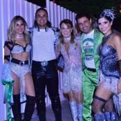 Zezé Di Camargo posa com Zilu Godoi e os filhos no desfile das campeãs do RJ
