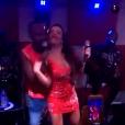 Fernanda Souza dançou agarradinha com o marido enquanto ele cantava