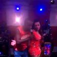 Fernanda Souza sobe no palco do show de Thiaguinho e dança com o marido, neste sábado, 13 de fevereiro de 2016
