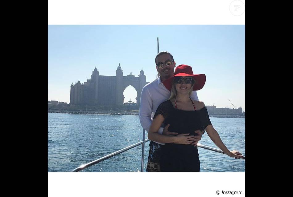 Wesley Safadão embarcou na segunda-feira, 15 de fevereiro de 2016, para Dubai acompanhado da mulher, Thyane Dantas