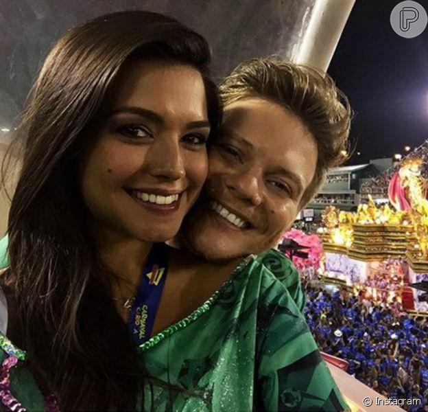 Thaís Fersoza está grávida de Michel Teló segundo informações da revista 'Conta Mais' nas bancas nesta terça-feira, 16 de fevereiro