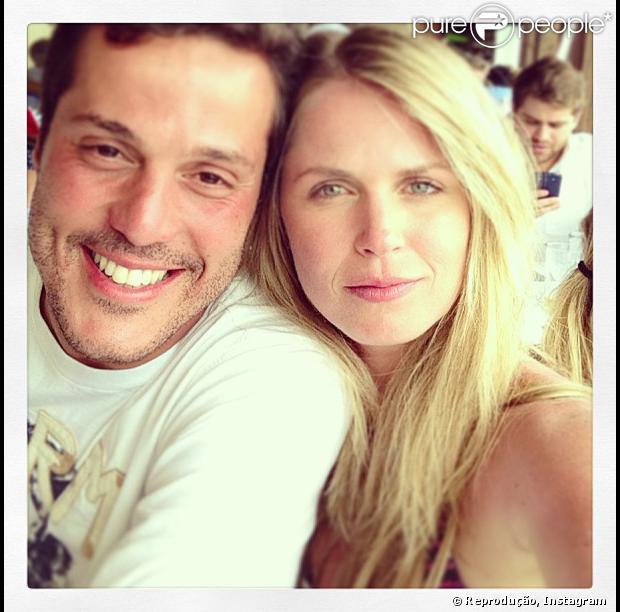 Susana Werner usou seu perfil no Twitter, nesta quarta-feira (18), para falar sobre a cirurgia que o marido, Julio Cesar fez