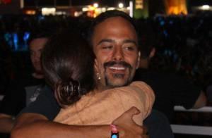 Namorado de Carolina Ferraz se irrita com assédio da imprensa no Rock in Rio