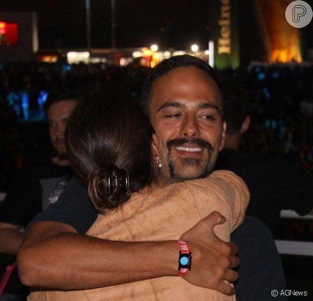 O namorado de Carolina Ferraz, o médico Marcelo Martins, ficou irritado com o assédio da imprensa no Rock in Rio, na noite de quinta-feira, 19 de setembro de 2013