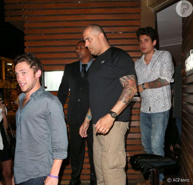 John Mayer e Phillip Phillips jantam em um restaurante japonês no Rio, em 20 de setembro de 2013
