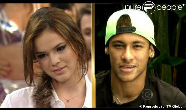 Bruna Marquezine fica emocionado no palco do 'Domingão do Faustão' com a declaração de amor de Neymar: 'A distância é grande, a saudade é grande, mas o nosso amor supera isso'