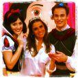 Giovanna Antonelli posa com os personagens da festa das filhas gêmeas