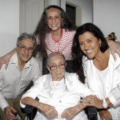 Dona Canô, mãe de Caetano e Bethânia, tem previsão de alta para as próximas 48h