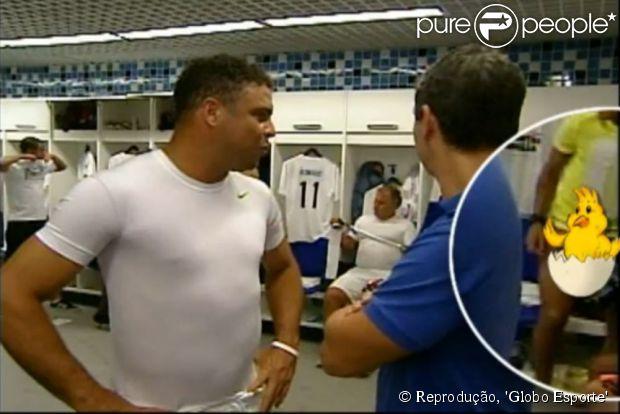 Neymar aparece pelado no canto direito da tela; o programa 'Globo Esporte' censurou a imagem com o desenho de um pintinho, em 20 de dezembro de 2012