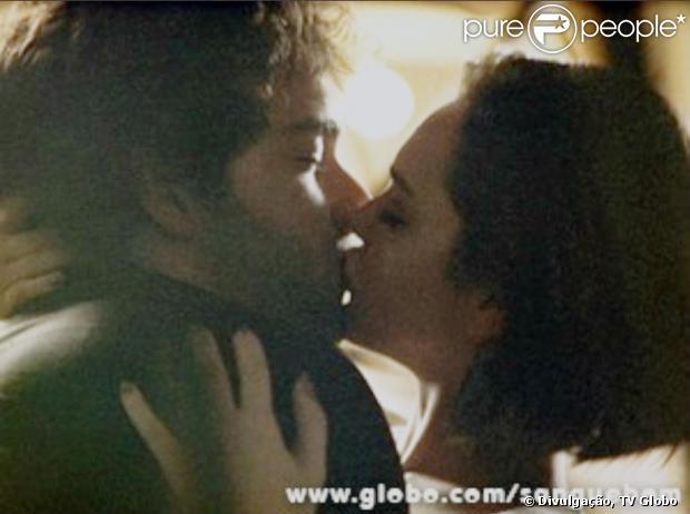 Giane (Isabelle Drummond) beija Fabinho (Humberto Carrão) em 'Sangue Bom', em 1º de outubro de 2013