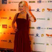 Dakota Fanning encontra Mariana Ximenes e janta em restaurante após festival