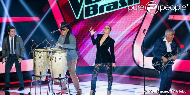 Para a estreia da segunda temporada de 'The Voice Brasil', nesta quinta-feira, 3 de outubro de 2013, Claudia Leitte escolheu um look com super decote. Ela não foi a única que optou pelo modelo