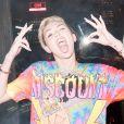 Miley Cyrus faz pose de rebelde