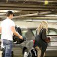 Fergie e Josh Duhamel deixam um centro comercial em Los Angeles