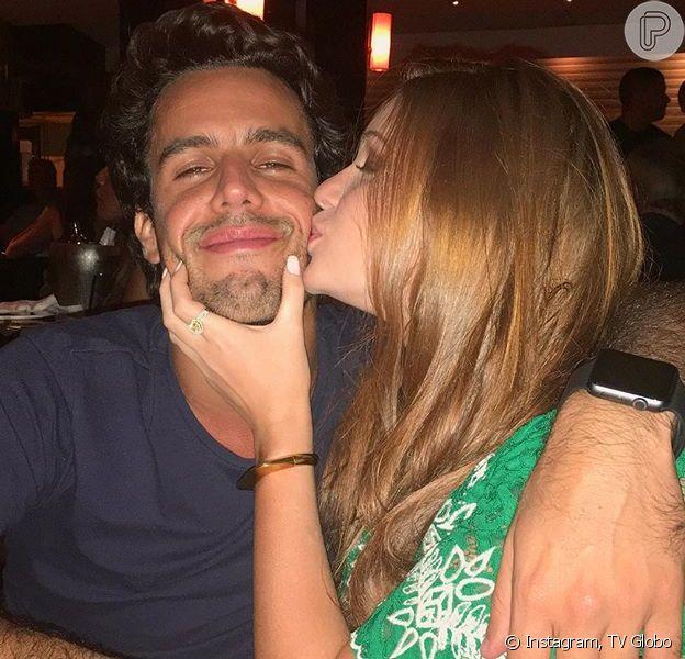 Marina Ruy Barbosa garantiu que o namorado, Xandinho Negrão, não tem ciúmes dela com Fabio Assunção, em entrevista ao 'Vídeo Show': 'Entende'
