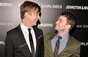 Daniel Radcliffe vive amor gay no cinema e elogia par: 'Ele beija bem'