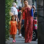 Grazi Massafera se diverte com a filha, Sofia, ao buscá-la na escola. Fotos!