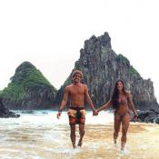 Aline Riscado curte férias com o namorado, Felipe Roque, em Noronha. Fotos!