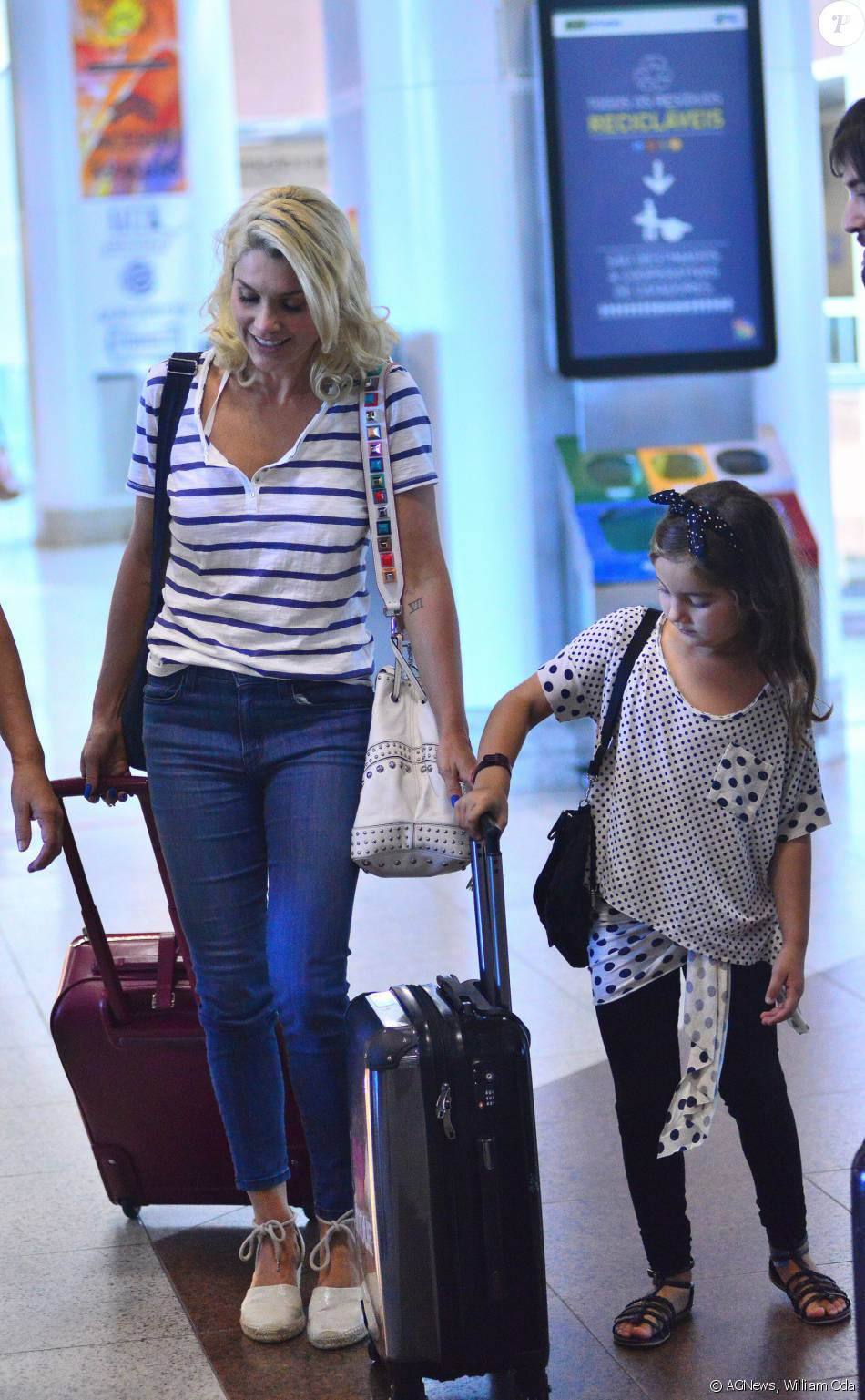 4eb9dfb21e804 Flávia Alessandra embarca com a filha caçula, Olívia, para São Paulo nesta  quinta-