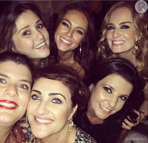 Paolla Oliveira comemorou 34 anos ao lado de amigos na noite desta quinta-feira, 14 de abril de 2016. Angélica foi uma das convidadas da aniversariante
