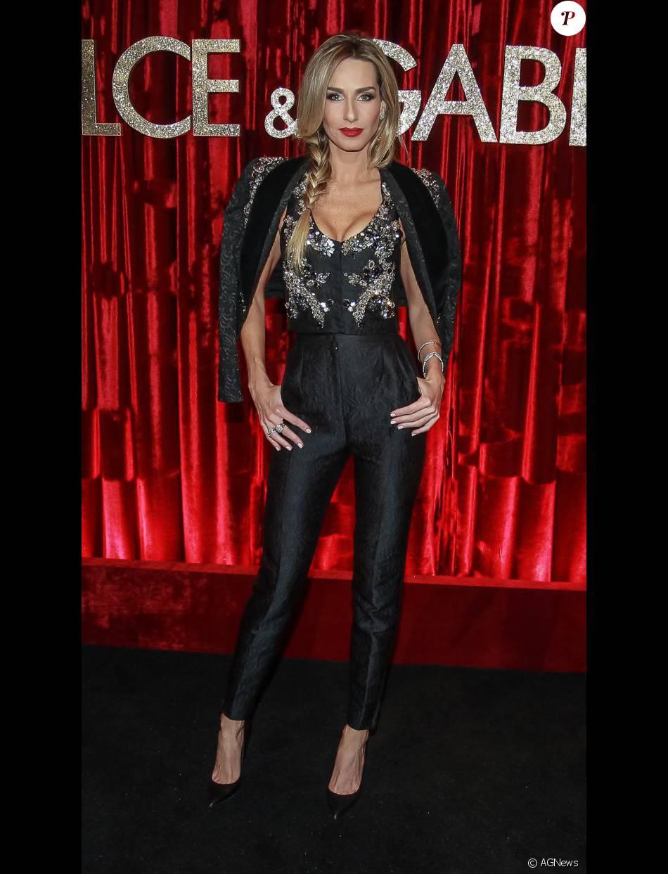 A modelo e apresentadora Mariana Weickert marcou presença na festa  promovida pelos estilistas da Dolce   Gabbana para homenagear Anna Della  Russo a3b8e86295