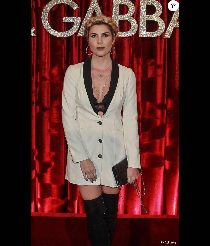 f83b95c636912 Julia Faria apostou no blazer decotado e trança nos cabelos para festa  promovida pelos estilistas da Dolce   Gabbana