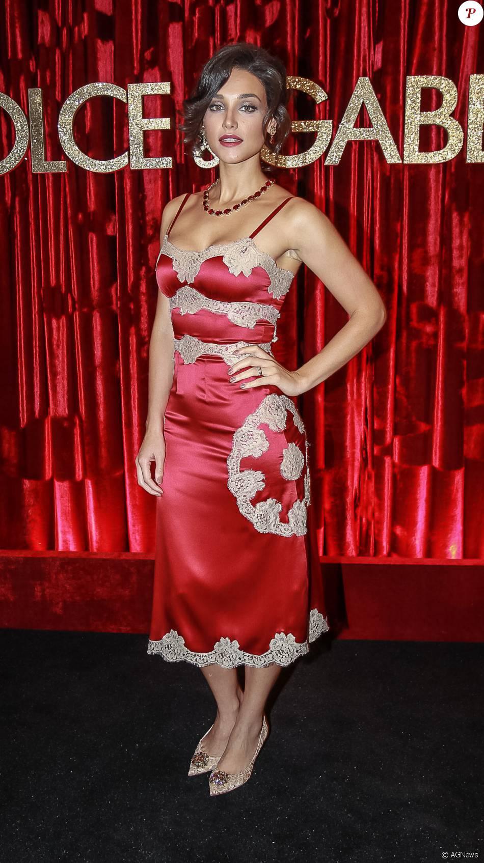 a4f61281b9dc0 Débora Nascimento marcou presença na festa promovida pelos estilistas da  Dolce   Gabbana para homenagear Anna Della Russo. Veja os looks das famosas!
