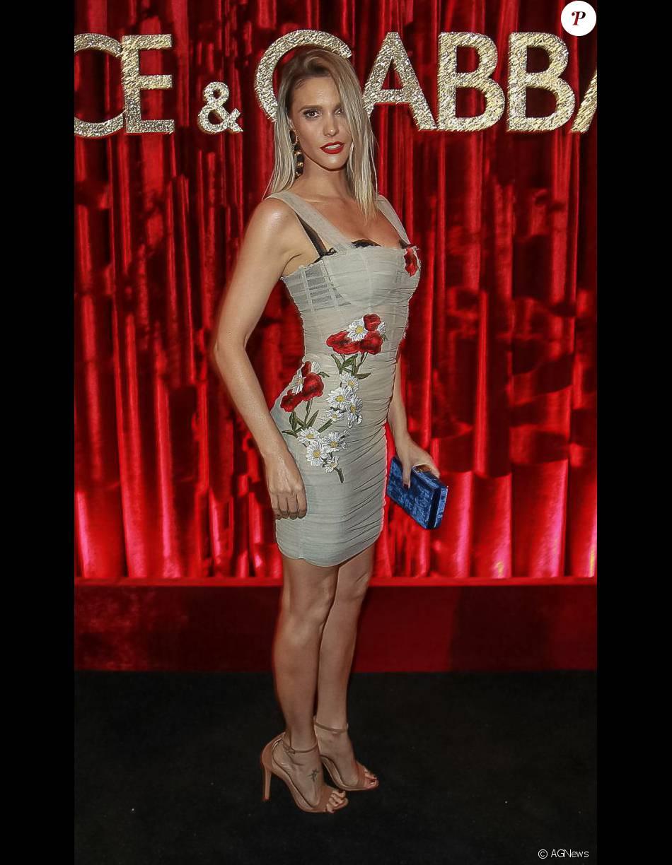 a100302a4d089 Fernanda Lima marcou presença na festa promovida pelos estilistas da Dolce    Gabbana para homenagear Anna Della Russo com vestido avaliado em R  17.700