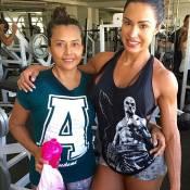 Gracyanne Barbosa treina com a mãe, Ledir, e fãs elogiam: 'Gatonas'. Compare!