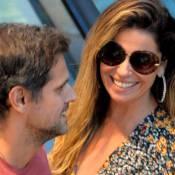 Giovanna Antonelli passeia com marido em shopping no Rio e a atende os fãs
